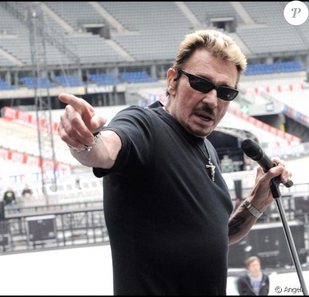 Johnny hier soir au Stade de France en pleine répétition à laquelle assistait Sylvie Vartan et son mari Tony Scotti ainsi que David le fils des deux chanteurs