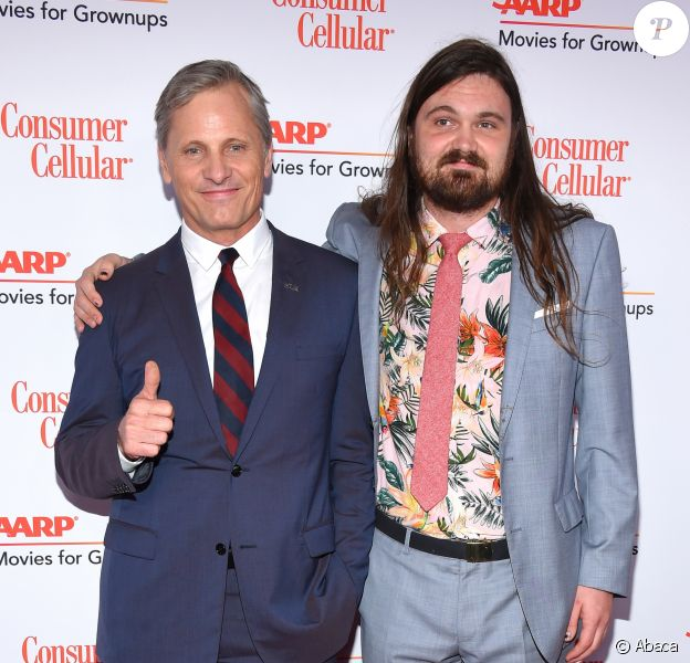 "Viggo Mortensen et son fils Henry lors de la 18ème soirée annuelle des ""Movies for Grownups Awards"" du ""AARP The Magazine"" à l'hôtel Beverly Wilshire Four Seasons à Beverly Hills, Los Angeles, le 4 février 2019."