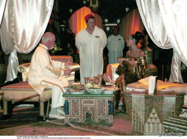 René Angélil et Céline Dion renouvellement leurs voeux de mariage à Las Vegas, en 2000.
