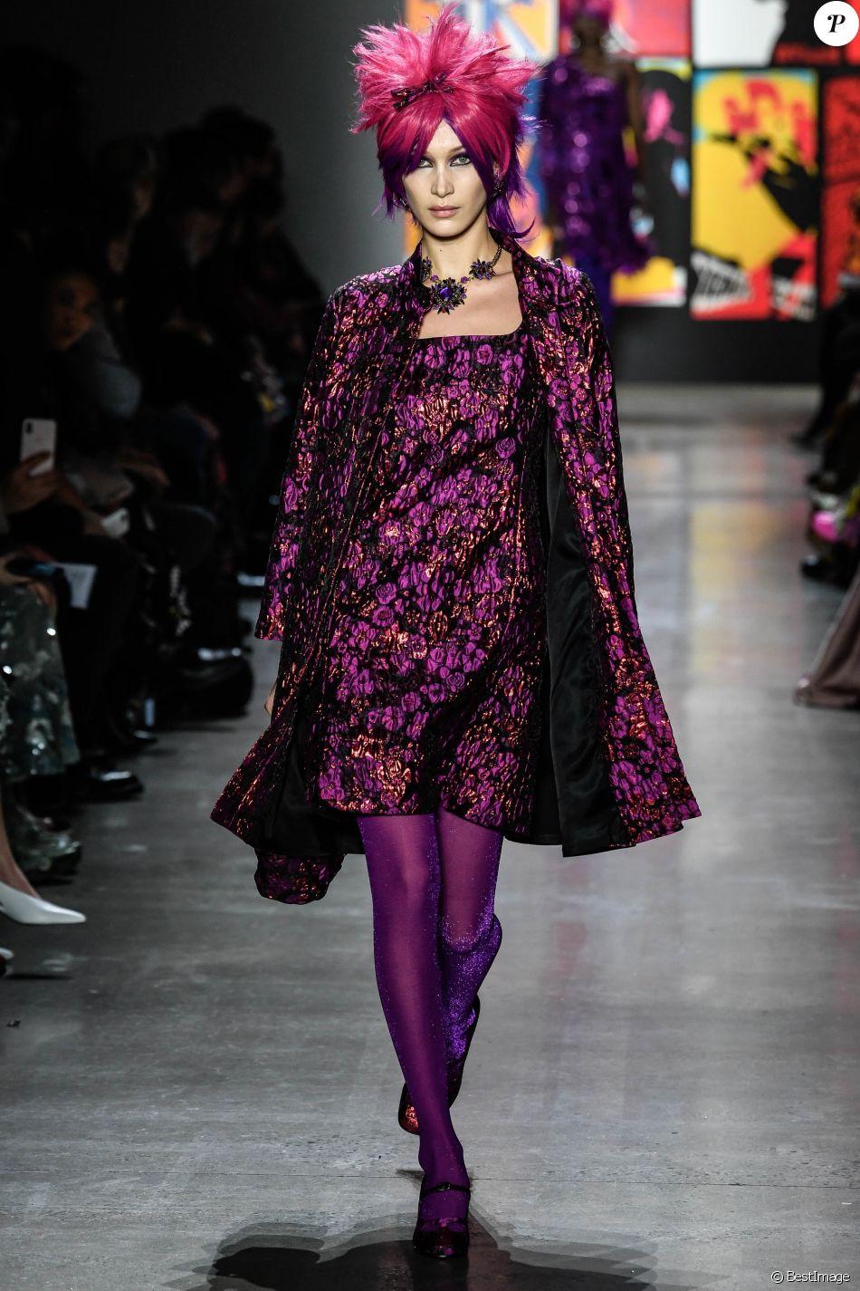 Bella Hadid au défilé Anna Sui lors de la Fashion Week automne-hiver 2019/2020 à New York, le 11 février 2019.