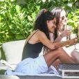 Malia Obama boit du rosé et s'amuse avec des amies lors d'un week-end entre filles à l'hôtel Setai Miami à Miami, le 17 février 2019