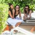 Malia Obama boit du rosé et s'amuse avec des amies lors d'un week-end entre filles à l'hôtel Setai Miami à Miami, le 17 février 2019  Malia Obama continues to enjoy her girls' weekend away at the Setai Miami Beach in Miami. The former First Daughter and her friends relaxed and lounged poolside at their hotel while enjoying glasses of wine. 17th february 201917/02/2019 - Miami