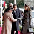 Mars 2008 : en marge de la visite d'Etat de Carla et Nicolas Sarkozy en Grande-Bretagne, un duel de... chapeaux a lieu entre la reine Elizabeth II et Carlita !