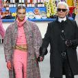 """Cara Delevingne et Karl Lagerfeld - Défilé de mode """"Chanel"""", collection prêt-à-porter Automne-Hiver 2014/2015, au Grand Palais à Paris. Le 4 mars 2014."""