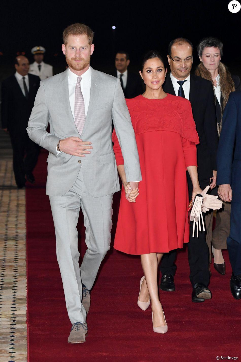 Le prince Harry, duc de Sussex, et Meghan Markle, duchesse de Sussex, enceinte, arrivent à l'aéroport de Casablanca dans le cadre de leur voyage officiel au Maroc, le 23 février 2019.