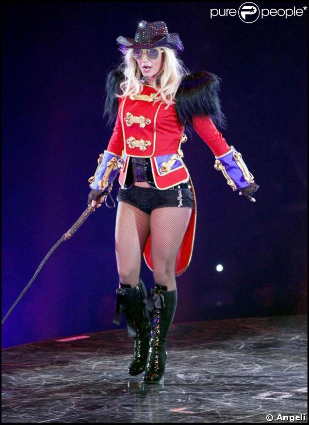 Britney Spears sur la scène de l'Arena 02 (Londres) hier soir pour le début de sa tournée européenne