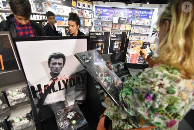 Mis en vente de l'album de Johnny Hallyday