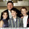 Robbie Coltrane, Emma Watson, Rupert Grint et Daniel Radcliffe, à l'avant-première de Harry Potter et les chambre des secrets, à Londres, le 28 octobre 2002