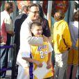 Andy Garcia et son fils se rendant au match des finales NBA opposant les Lakers à Orlando Magic au Staples Center de Los Angeles le 4 juin  2009