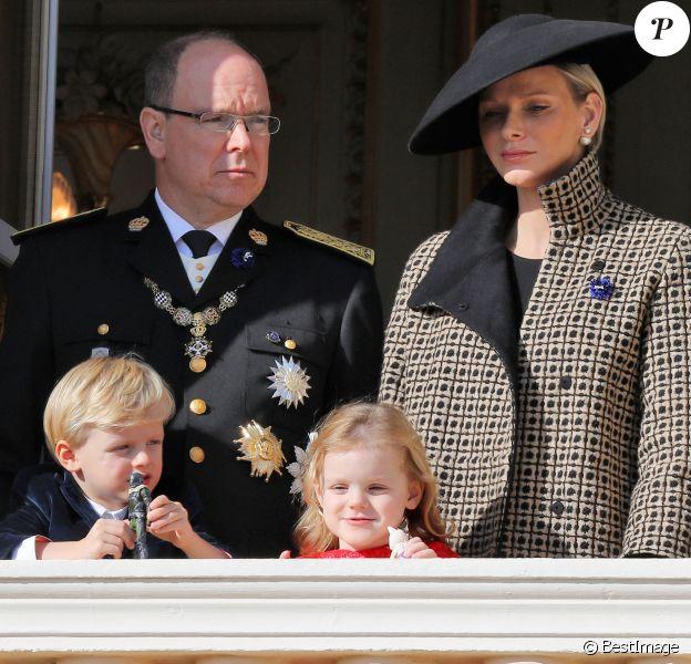 Le prince Albert II de Monaco, sa femme Charlene et leurs enfants, la princesse Gabriella et le prince Jacques - La famille princière de Monaco au balcon du palais lors de la fête nationale monégasque, à Monaco. Le 19 novembre 2018. © Dominque Jacovides / Bestimage