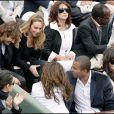 Le couple Tony Parker/ Eva Longoria installé à côté d'Isabelle Adjani, discute avec le couple Bixente Lizarazu/Claire Keim