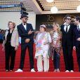 """Frédérique Bredin, l'artiste JR, Agnès Varda, sa fille Rosalie Varda, Matthieu Chedid (Le chanteur M), guest - Montée des marches du film """"Visages, Villages"""" lors du 70ème Festival International du Film de Cannes. Le 19 mai 2017. © Borde-Jacovides-Moreau/Bestimage"""
