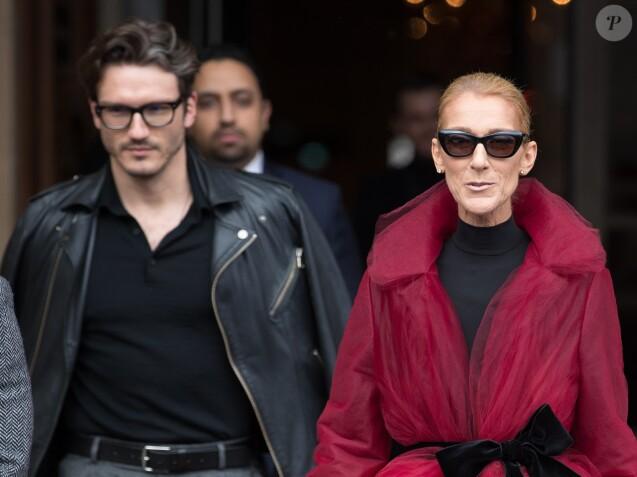 Céline Dion (qui porte une manteau en tulle rouge transparent) et son ami Pepe Munoz à la sortie de l'hotel Crillon à Paris se rendent au théâtre Mogador le 27 Janvier 2019.