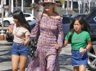 Laeticia Hallyday complice avec ses filles pour déjeuner, Joy affirme son style