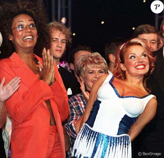 Les Spice Girls en 1997 avec le prince Charles.