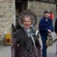 """Dame Judi Dench sur le tournage de """"Cranford"""", à Lacock, en Angleterre, le 8 juin 2009 !"""