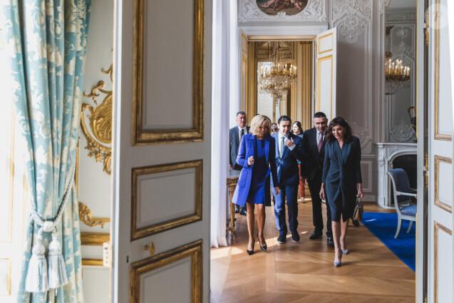 Brigitte Macron lors de la visite officielle de Rania de Jordanie à l'Elysée avec son époux  le roi Abdallah II de Jordanie le 29 mars 2019.