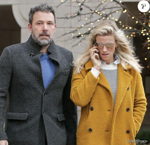 Ben Affleck et Lindsay Shookus vont dîner au restaurant Atlanta Grill avec Christine N. Shookus (la mère de Lindsay) à New York, le 21 janvier 2018.