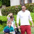 Ben Affleck va chercher ses enfants Samuel et Seraphina à la sortie de l'école à Los Angeles, le 11 avril 2019.