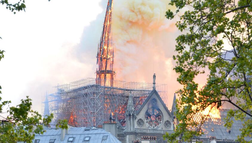 Incendie de la cathédrale Notre-Dame de Paris, Paris, le 15 avril 2019. La flêche s'est effondrée. ©Veeren Ramsamy / Bestimage