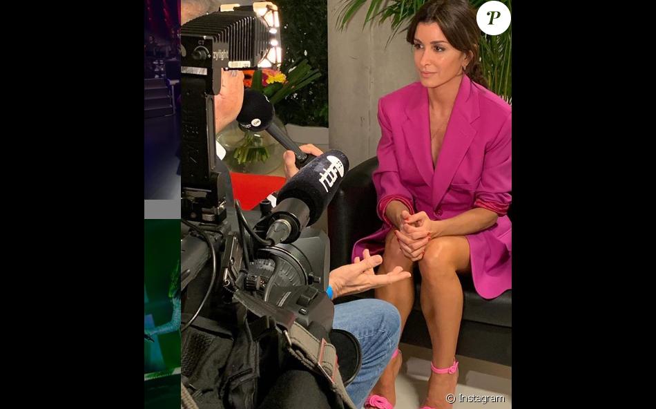 """Jenifer en robe blazer XXL Jacquemus pour accompagner Slimane lors de la finale de """"The Voice"""" Belgique, mardi 23 avril 2019."""