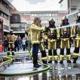 Le roi Philippe et la princesse héritière Elisabeth de Belgique, qui manie ici la lance à incendie, ont visité vendredi 26 avril 2019 le Centre de formation des pompiers de Bruxelles, aussi appelé l'Ecole du feu, à la Caserne de l'Héliport. Ils ont assisté à des démonstrations et pris part à des exercices.