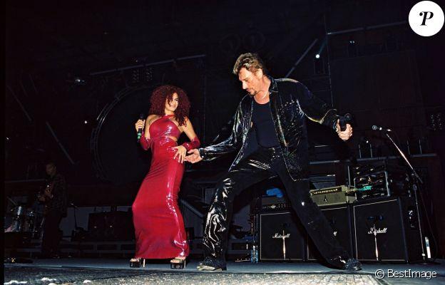 Larusso et Johnny Hallyday en concert à Caen le 11 juillet 1999.