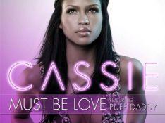 """Cassie : un duo avec P. Diddy ultra sensuel, malgré... un paquet de cheveux en moins ! Regardez le clip de """"Must be love"""" !"""