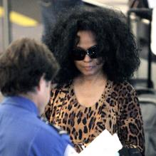 Diana Ross à l'aéroport de Los Angeles pour se rendre à New York le 29 mai 2009