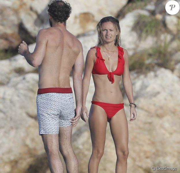 James Middleton et Alizee Thevenet profitent de la plage de l'hôtel Eden Rock à Saint-Barthélemy, le 2 janvier 2019.