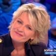 """Sophie Davant émue aux larmes face aux messages de ses collaborateurs de """"C'est au programme"""" (émission de France 2 qui s'arrête) mardi 14 mai 2019 sur le plateau de """"Touche pas à mon poste"""" (C8)."""