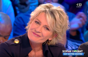 Arrêt de C'est au programme : Sophie Davant émue aux larmes en direct