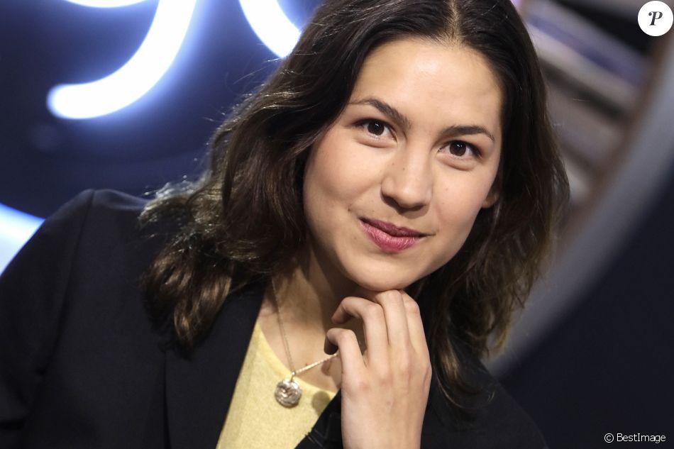 """Portrait de Line Papin sur le plateau de l'émission TV """"La Grande Librairie"""" sur France 5, le 7 mai 2019."""