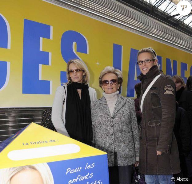 Estelle Lefébure, Bernadette Chirac, Lorie lors de l'opération Pièces Jaunes de l'année dernière (2008)