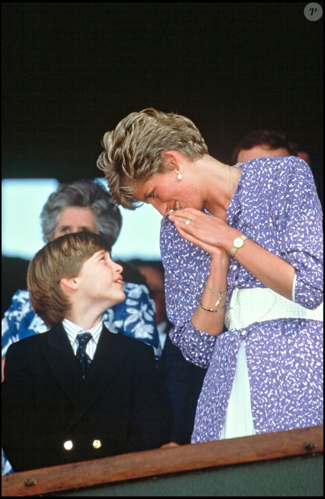 Le prince William avec sa mère Diana à Wimbledon en 1991.