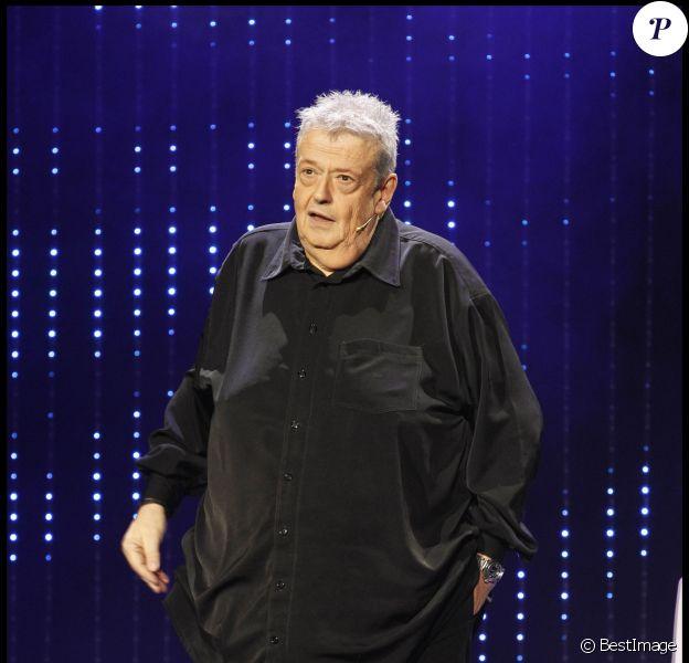 """GUY CARLIER LORS DE LA SOIREE """"EUROPE 1 FAIT BOBINO"""", EN PRESENCE D'ANIMATEURS DE LA RADIO ET D'HUMORISTES, LE 28 NOVEMBRE 2011, A PARIS."""