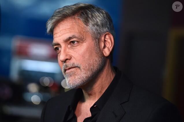 """George Clooney à la première de """"Catch 22"""" à Londres, le 15 mai 2019."""