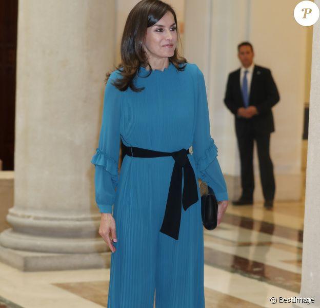 """La reine Letizia d'Espagne, vêtue d'une combi-pantalon Zara, lors d'une rencontre avec des femmes d'exception pour une table ronde sur le thème de l'égalité des genres : """"Femmes d'exception, le courage de saisir sa chance"""", le 23 mai 2019 au siège de la Fondation Microfinance BBVA."""