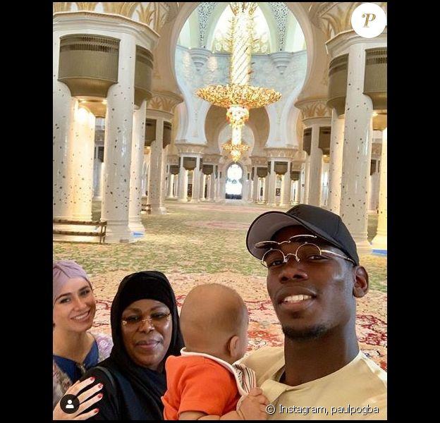 Paul Pogba avec sa maman Yeo Moriba, sa compagne Maria Salaues et leur fils à la mosquée Cheikh Zayed, à Dubaï. Instagram le 25 mai 2019.