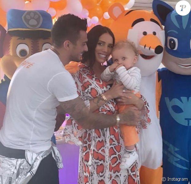 Coulisses de l'anniversaire de Tiago qui a eu 1 an en mai 2019. Ses parents Manon et Julien ont tout fait pour qu'il s'éclate.