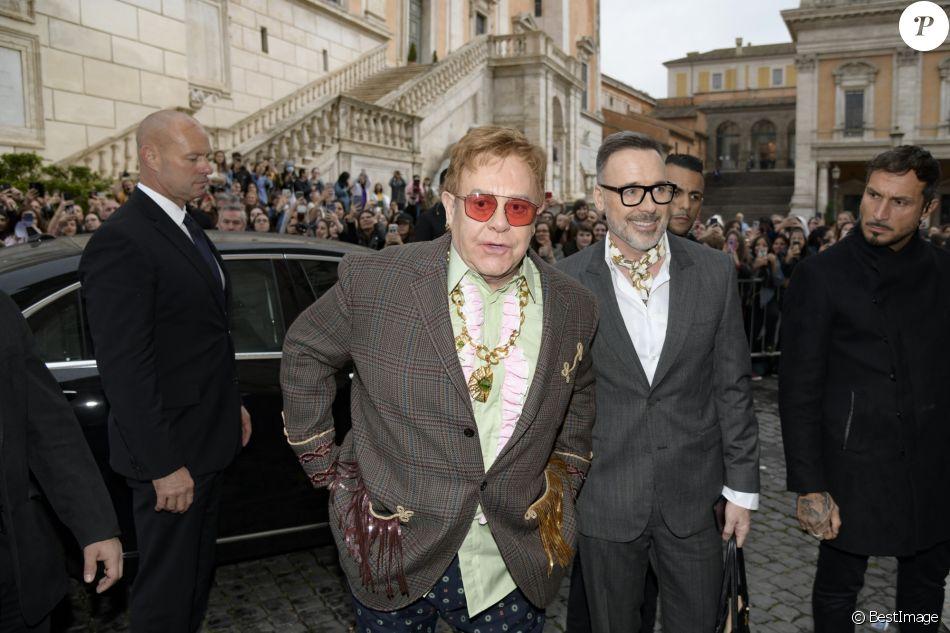 Elton John et son mari David Furnish arrivent au Musei Capitolini pour assister au défilé Gucci, collection croisière 2020. Rome, le 28 mai 2019.