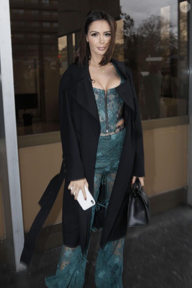 Nabilla Benattia arrive au défilé de mode Vivienne Westwood collection prêt-à-porter Automne-Hiver 2019/2020 lors de la fashion week à Paris, France, le 2 mars 2019.