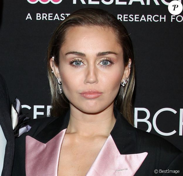 "Miley Cyrus lors du photocall de la soirée ""Women's Cancer Research Fund"" à Beverly Hills le 28 février, 2019."
