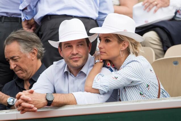 Richard Berry avec Elodie Gossuin et son mari Bertrand Lacherie dans les tribunes lors des internationaux de tennis de Roland Garros à Paris, France, le 4 juin 2019. © Jacovides-Moreau/Bestimage