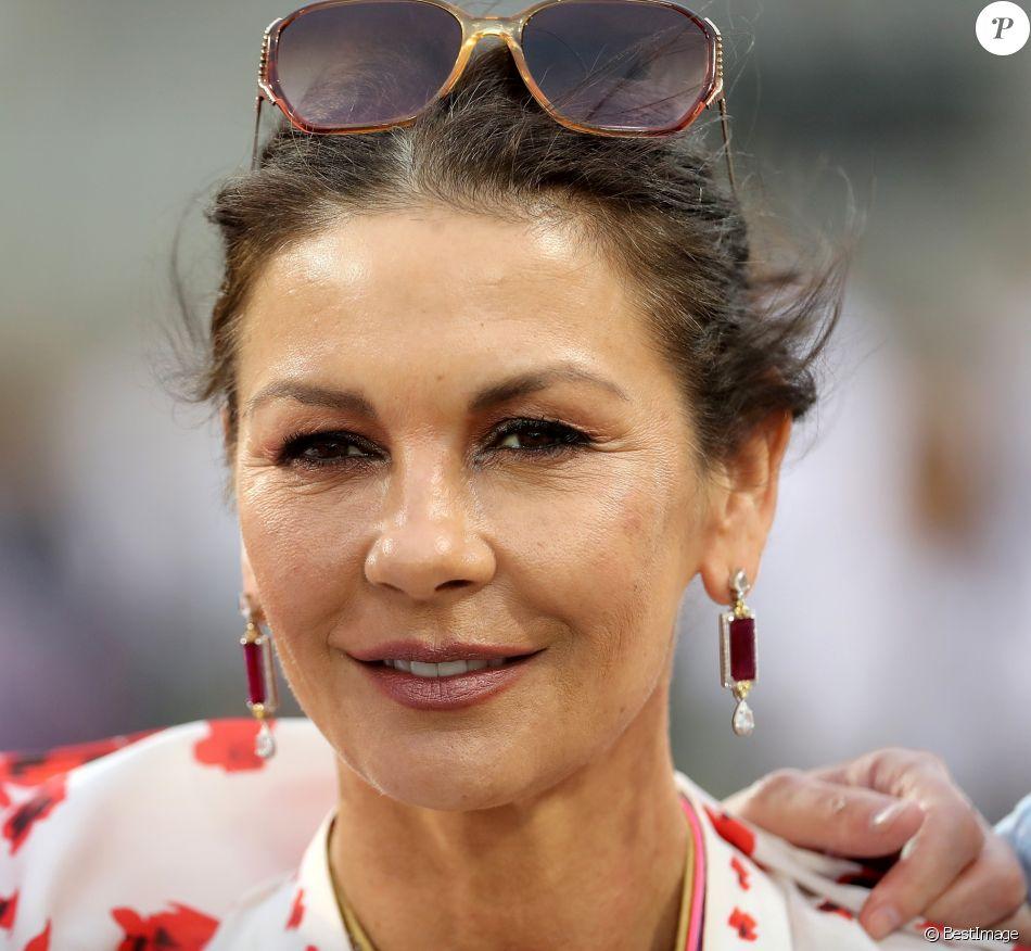 Catherine Zeta-Jones - People au Grand de Formule 1 au Bahreïn le 28 mars 2019.