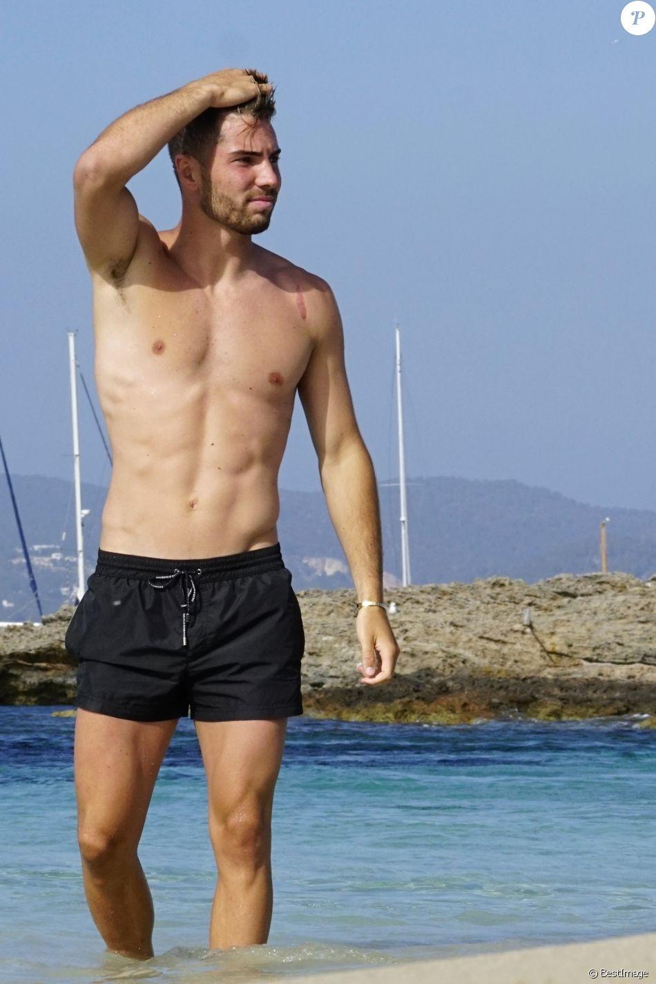 Exclusif - Luca Zidane a été aperçu avec des amis en train de jouer au football sur une plage à Ibiza en Espagne, le 14 juin 2019.