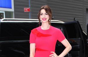 Anne Hathaway : Un homme poignardé à la gorge sur le tournage de son film