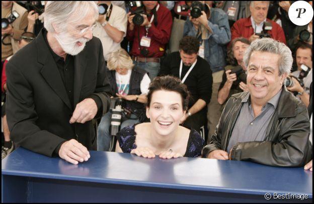 """Michael Haneke, Juliette Binoche et Maurice Bénichou présentent """"Caché"""" de Michael Haneke au Festival de Cannes le 14 mai 2005."""