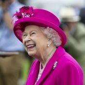 Elizabeth II se prend un foulard dans la tête, Gillian Anderson choquée