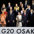 Le président Emmanuel Macron, sa femme Brigitte, Donald Tusk, président du conseil européen, sa femme, Pedro Sánchez, premier ministre de l'Espagne, sa femme Maria, Justin Trudeau, premier ministre du Canada, sa femme Sophie, Joko Widodo, président de l'Indonésie, sa femme Irana, Xi Jinping, président de la Chine, Angela Merkel, chancelière d'Allemagne, Vladimir Poutine, président de la Russie lors de la photo de famille des chefs de délégation et de leurs conjoints lors du sommet du G20 à Osaka le 28 juin 2019 © Dominique Jacovides / Bestimage